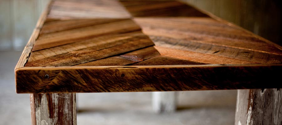 Reclaimed and Refurbished – Turning Salvaged Wood into Dazzling Décor