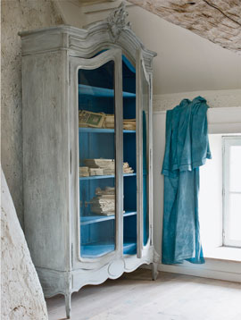 Annie-Sloan---Distressed-Armoire---from-'French-Style'-chapter-of-Colour-Recipes-for-Painted-Furniture-and-More